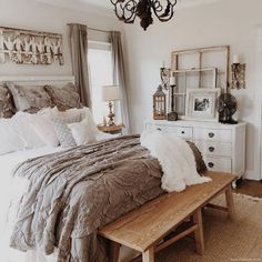 Classic and Vintage Farmhouse Bedroom Ideas 46