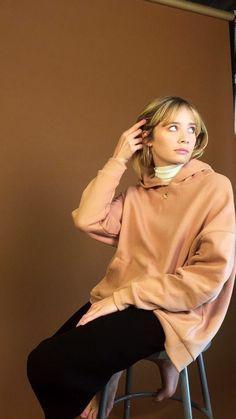Alexandra Savior, 2017. Alexandra Savior, Daily Fashion, Style Icons, Hot Girls, Bell Sleeve Top, Style Inspiration, Celebrities, My Style, Pretty