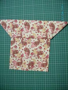 Estava navegando quando me deparei com isso!        É muito fofa!     Um Carteira de origami em tecido. Essa técnica também é conhecida como...