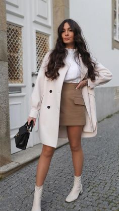Chic Outfits, Classy Fall Outfits, Fashion Outfits, Booties Outfit, Street Style Women, Alter, Ideias Fashion, Travel Ootd, Trench Coat Outfit