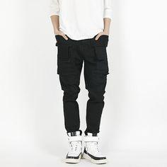 Today's Hot Pick :【单色】时尚口袋拼接修身百搭长裤 http://fashionstylep.com/P0000HGY/polyma/out 极佳的修身剪裁,完美的修饰了腿部曲线,更显帅气!口袋处独特的同色拼接设计,丰富了整体的时尚感,装饰了细节,让裤子不在单调!休闲的风格,可以百搭各种着装! <推荐潮搭> 网纱拼接连帽外套/纯色基本款T恤/高帮撞色拼接潮鞋 ♦拼接 ♦口袋 ♦修身