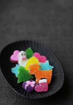 Japanese jelly sweets - wouldn't these be adorable on cupcakes! Japanese Candy, Japanese Sweets, Japanese Food, Traditional Japanese, Candy Recipes, Sweet Recipes, Homemade Candies, Colorful Candy, Noel Christmas
