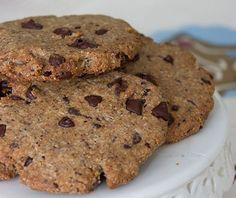 Ingredienti:  300 gr di farina di grano saraceno 80 gr di zucchero 100 ml di olio 50 gr di cioccolato a scaglie 2 uova succo di limone qb un cucchiaino di bicarbonato un pizzico di sale