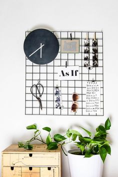 DIY metal wall grid display Diy Home Decor