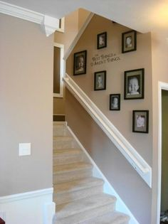Traditional Staircase Design, Pictures, Remodel, Decor and Ideas - page 2 Display Family Photos, Family Pictures, Display Pictures, Framed Pictures, Art Pictures, Kid Photos, Traditional Staircase, Diy Home, Home Decor