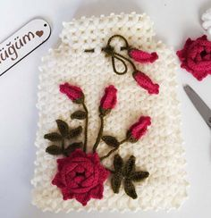 Tomurcuklu Gül Dalı Kese Lif Modeli Yapımı Christmas Stockings, Christmas Ornaments, Dali, Diy And Crafts, Workshop, Holiday Decor, Railings, Carpet, Roses