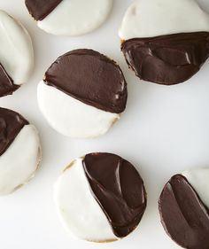 Our DIY version of the New York City deli classic combines petite cakey cookies with a pair of easy homemade frostings. Black And White Cookie Recipe, Homemade Frosting, Homemade Brownies, Galletas Cookies, Vanilla Cookies, Thing 1, Chocolate Frosting, Cookie Frosting, Holiday Cookies