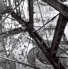 Edith Tudor-Hart, Prater Wheel, Vienna, about 1928 (negative). Modern gelatin print from archival negative. Photo: Presented by Wofgang Suschitzky, Scottish National Portrait Gallery. Art Quiz, Bw Photography, Inspiring Photography, Galleries In London, National Portrait Gallery, Photo B, First Art, Documentary Photography, Photo Essay