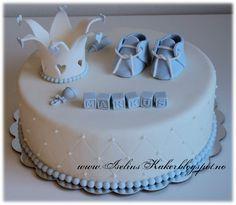 Iselins Kaker: Dåpskake med krone og babysko Baby Baptism, Christening, Birthday Cake, Birthday Parties, Unique Cakes, Mini Cakes, Baby Shower Cakes, Party Cakes, Beautiful Cakes