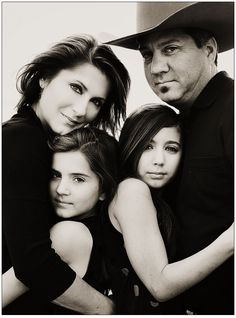 great family of 4 pose http://itz-my.com