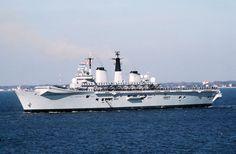 Die HMS Invincible, hier im Bild im Jahr 1990, die sich an dem Konflikt nahm…