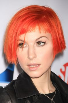 "Hayley Williams is one of the most popular singer/songwriter, who has not only gained popularity for her singingRead More ""Hayley Williams Hairstyles"" Undercut Hairstyles, Short Bob Hairstyles, Celebrity Hairstyles, Hairstyles With Bangs, Hayley Williams Short Hair, Hayley Williams Haircut, Baby Bangs, Short Haircut, Hair Today"