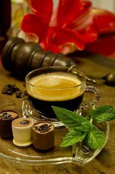 Chocolate Espresso cups. Beautiful, edible art :)