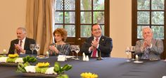 Ante diversos embajadores, el gobernador, brindó unas palabras de bienvenida.