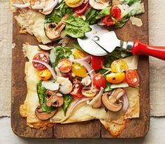 31 Light Dinner Recipes Made Just for Summer You'll love these fresh and light dinner recipes that were made for summer. These healthy meals are quick and easy to make, plus this list includes ideas for vegetarian dinners like pizza primavera. Healthy Spring Recipes, Healthy Pizza Recipes, Healthy Snacks, Vegetarian Recipes, Cooking Recipes, Healthy Eating, Fun Recipes, Light Recipes, Drink Recipes