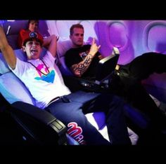 Austin & Dave flying first class bitches!❤✌