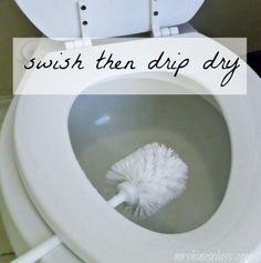 Após você ter escovado a privada (e limpado o assento e sob assento), deixe sua escova de privada secar sobre uma tigela. | 7 dicas de limpeza de banheiro que você vai querer experimentar de verdade