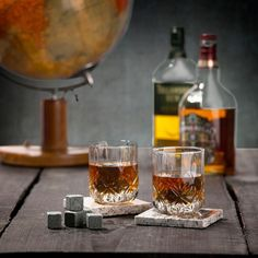 Koel jouw favoriete drankje zonder dat het verwatert met deze chill stones. Ideaal voor whiskey! Whiskey, Jay, Chill, Alcoholic Drinks, Beer, Wine, Mugs, Tableware, Glass
