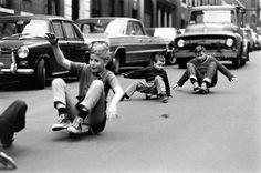 Skateboarding in New York City series by American photographer and photojournalist Bill Eppridge. Robert Kennedy, New York Street, New York City, Vintage Photographs, Vintage Photos, Kids Nowadays, Skateboard Photos, Skateboard Art, Foto Picture