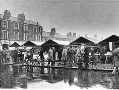 Freeman Street market, I remember going here every weekend. Local History, British History, Old Pictures, Old Photos, Lincolnshire England, Holiday Park, Old Street, History Photos, Old Buildings