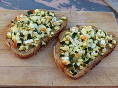 Bruschetta Courgette & Chèvre - Des tartines qui sentent bon l'été ! Le craquant du pain rôti au four et le moelleux de la courgette : un délice !