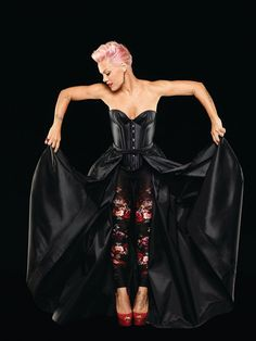 Pink arrives in Australia for Truth About Love tour