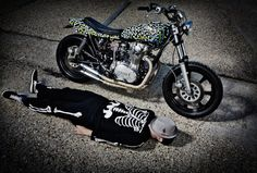 Salut les forumeurs Je crée se post pour les amateurs/passionnés/curieux de ces motos si spéciales , ici toute les plus belles photos et vidéos de café race...