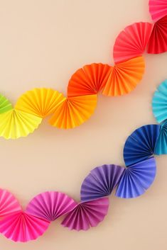 Rainbow Fan Garland {Easy DIY Party Decoration} - Ice Cream Off Paper PlatesRainbow fan garland that is so easy to make! You only need scissors, tape and paper to create this colorful DIY decoration for a rainbow theme party .Arts And Crafts StorageH Rainbow Fan, Rainbow Paper, Rainbow Theme, Rainbow Wedding, Rainbow Crafts, Rainbow Birthday, Diy Simple, Easy Diy, Super Simple