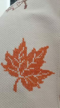 Cross Stitch Flowers, Cross Stitch Patterns, Button Hole Stitch, Palestinian Embroidery, Buttonholes, Home Textile, Needlework, Diy And Crafts, Sewing Patterns