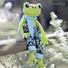 Fergus the Frog Pattern | YouCanMakeThis.com