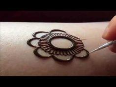 Latest Arabic Henna Designs For Hands Round Mehndi Design, Mehandi Design For Hand, Mehndi Design Pictures, Hand Mehndi, Mehndi Images, Heena Design, Mehndi Designs Book, Unique Mehndi Designs, Latest Mehndi Designs