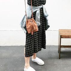 Amamos o look de Segunda da musinha @victoriayamagata! Mini Meja jeans black and white.