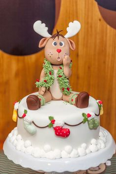 Christmas Cake to make you smile! I just love the look on Rudolph's face :)