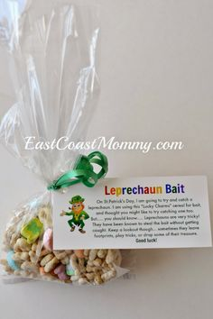 Leprechaun Bait {with free printable tags}. Perfect for sharing with classmates or as a St.Patrick's Day party favor.