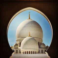 Follow: @m__dubai - . Location: Sheikh Zayed Grand Mosque #InAbuDhabi  Caption: أعوذ بكلمات الله التامات من غضبه وعقابه وشر عباده ومن همزات الشياطين وأن يحضرون .  Use the hashtag #AbuDhabiImages and mention @abudhabiimages in the caption of your image to get featured. by abudhabiimages