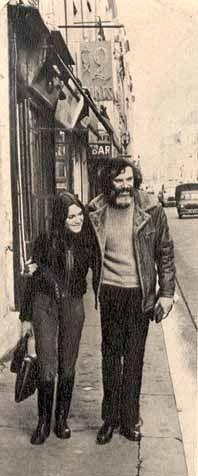 1969 - Moustaki et sa fille Pia repin & like. listen to Noelito Flow songs. Noel. https://www.twitter.com/noelitoflow