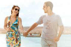 Adoro a espontaneidade dessa foto e também as cores Lily Pulitzer, Cover Up, Beach, Dresses, Fashion, Photoshoot, Married Couple Photos, Vineyard, Colors
