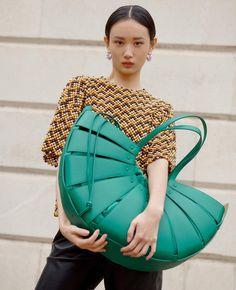 This is why we love handbags. Get the look at AccessoryHut.com #Handbag #WCW #Trending #NeverHaveTooMany Trendy Handbags, Fashion Handbags, Party Bags, Bottega Veneta, Harrods, Get The Look, Evening Bags, Our Love, Mini Bag