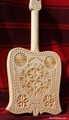 Bicskával faragott sulykoló - Sütő Béla-József munkája Laser Cutter Projects, Chip Carving, Crop Circles, Wooden Diy, Sacred Geometry, Diy And Crafts, Woodworking, Symbols, Traditional