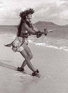 Kim Taylor Reece - Originals Beautiful photo of my friend, Kaleo Kia Polynesian Dance, Polynesian Culture, Hawaiian Dancers, Hawaiian Art, Tahiti, Kim Taylor Reece, Hula Girl Tattoos, Native American Teepee, Hawaii Hula