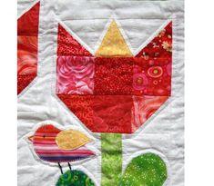 Tulip quilt block closeup