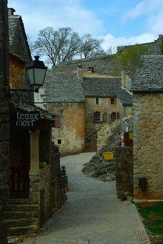 La Couvertoirade (Aveyron) by PierreG_09, via Flickr
