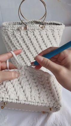 Crochet Basket Pattern, Crochet Tote, Crochet Handbags, Crochet Purses, Crochet Crafts, Crochet Stitches, Crochet Projects, Crochet Patterns, Free Crochet Bag