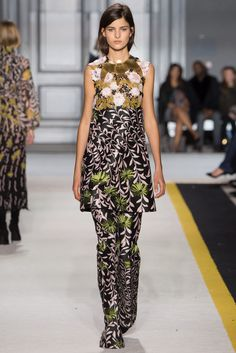 Giambattista Valli - Fall 2015 Ready-to-Wear - Look 44 of 46