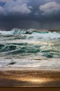 Stormy seas in Sydney : Damnthatsinteresting Waves Photography, Real Estate Photography, Nature Photography, Aerial Photography, Street Photography, Portrait Photography, Fashion Photography, Tumblr Landscape, Landscape Photos