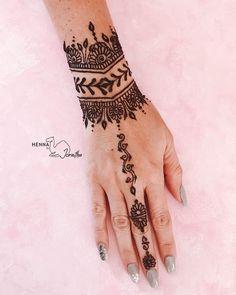 """Henna By Jorietha's Instagram profile post: """"♡𝗪𝗥𝗜𝗦𝗧 𝗛𝗘𝗡𝗡𝗔♡ #hennabyjorietha #henna2021 #mehndi2021"""" Wrist Henna, Hand Henna, Mehndi, Hand Tattoos, Profile, Instagram, User Profile, Henna, Hennas"""