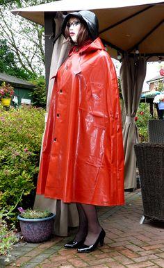 http://www.ebay.de/itm/superb-mans-SBR-shiny-red-rubber-rain-cape-mackintosh-hooded-2-lengths-/302015358428?hash=item465184a5dc:g:q44AAOSwzLlXg2dY