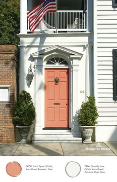 'Coral Spice' adds a touch of color to this home. Benjamin Moore, Aura Grand Entrance in Coral Spice, Satin. Coral Front Doors, Coral Door, Front Door Paint Colors, Painted Front Doors, Front Door Design, Exterior Stain, Exterior House Colors, Exterior Doors, Exterior Design