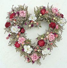holiday Wreaths valentine - Spring Celebration Heartfelt Wreath 20 in Valentine Day Wreaths, Valentines Day Decorations, Valentine Day Crafts, Holiday Wreaths, Valentines Flowers, Valentines Day Decor Outdoor, Spring Wreaths, Wreath Crafts, Diy Wreath