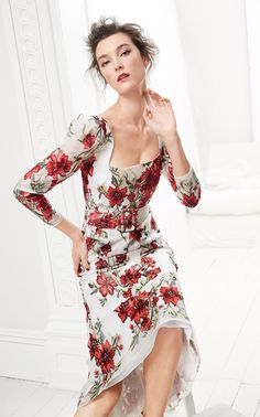 Marchesa Pre-Fall 2020 Fashion Show Collection: See the complete Marchesa Pre-Fall 2020 collection. Look 5 Marchesa, Lela Rose, Elie Tahari, Lace Evening Gowns, Red Carpet Gowns, Long Sleeve Midi Dress, Dress Long, Popular Hairstyles, Poses